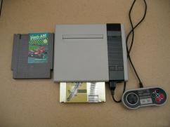 O console possui entrada pra cartuchos na frente e no topo