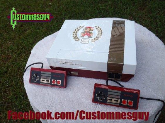 NES branco e vermelho perolado para o aniversário de Super Mario Bros., por Custom NES Guy