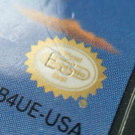 Selo de Qualidade em cor especial dourada. Repare também no código E3 gravado em baixo relevo.