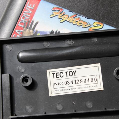 Selo Tec Toy com número de série colado no interior do cartucho nacional