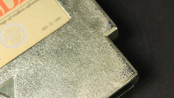 Por baixo do dourado, o cartucho é preto, que aparece com o desgaste