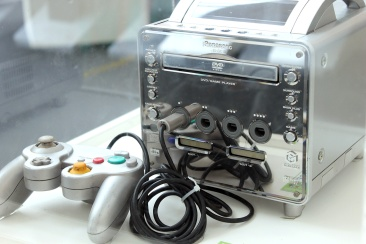O Panasonic Q (2001) é um híbrido entre o Nintendo GameCube e um aparelho de DVD