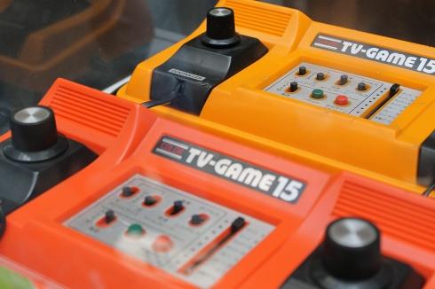 O Color TV-Game 15, lançado pela Nintendo em 1977, tinha 15 variações do mesmo jogo