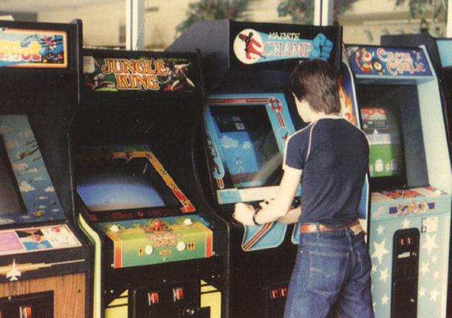 arcade-room-1980s